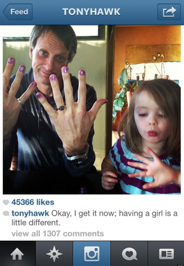 Zelfs stoere skater Tony Hawk weet een goeie manicure te waarderen