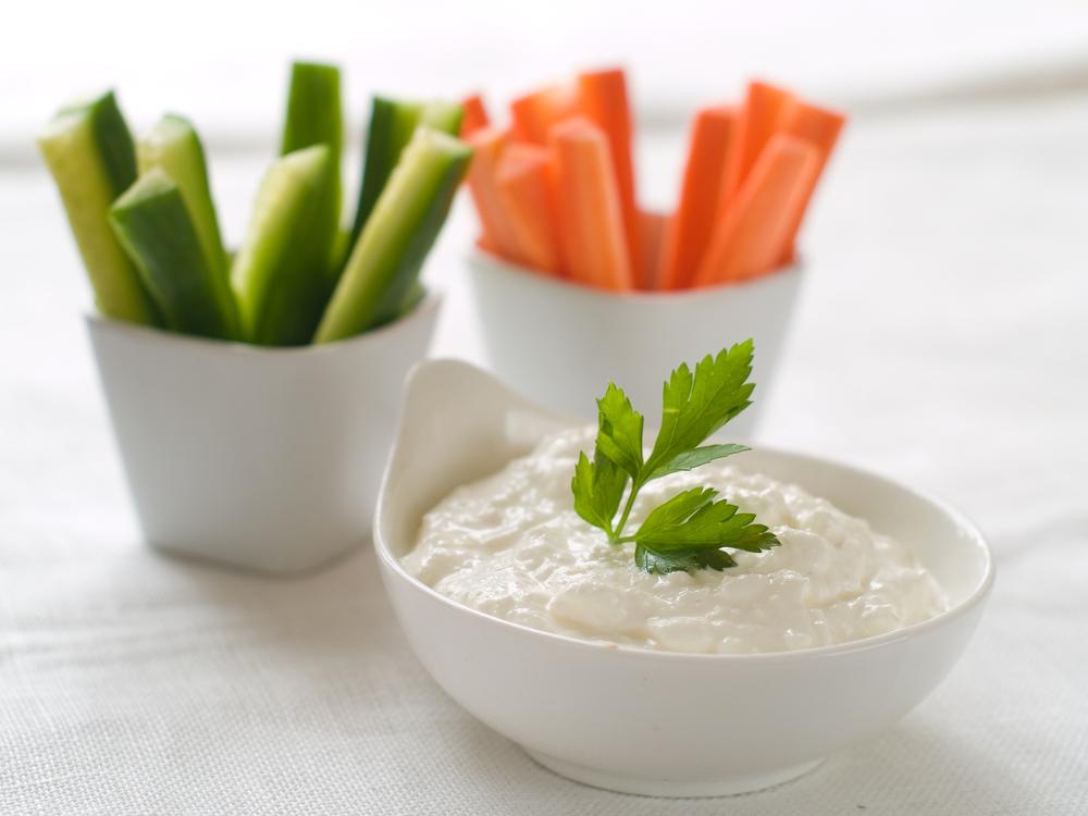 verstopte groente: komkommer met dip
