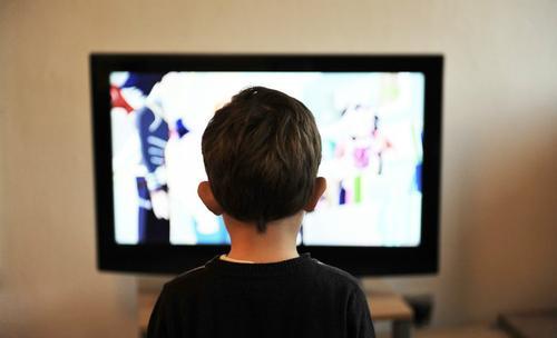 Les dangers du surpoids chez l'enfant à cause des écrans