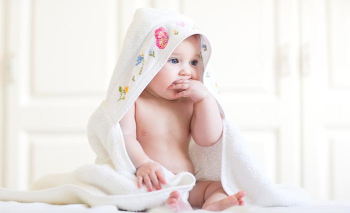 Hechten aan je baby baby 1 maand ouders van nu - Baby boy versiering van de zaal ...