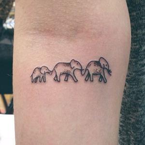 Tattoo familieportret olifantjes