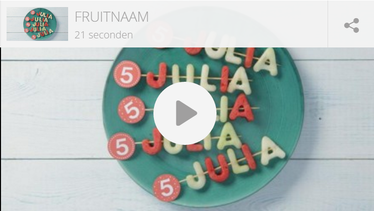Kindertraktatie: naam in fruitletters