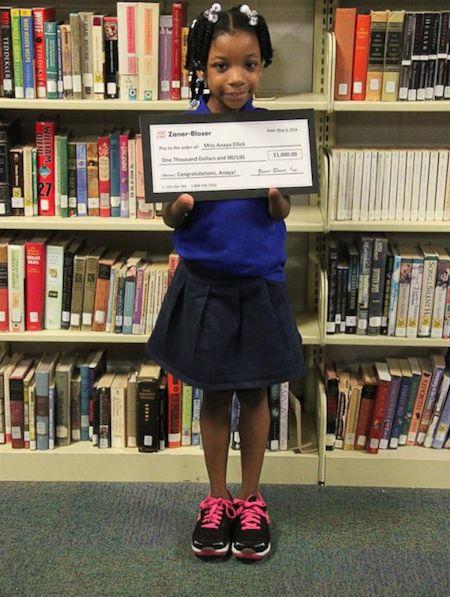 Meisje (7) zonder handen wint handschriftwedstrijd