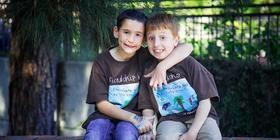 8-jarige haalt miljoen op voor ziek vriendje