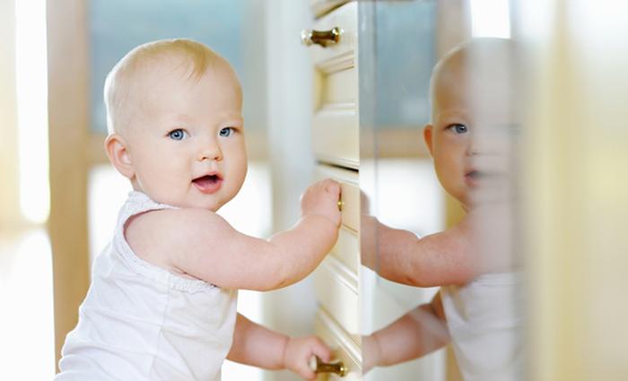 Baby 10 maanden: optrekken en staan