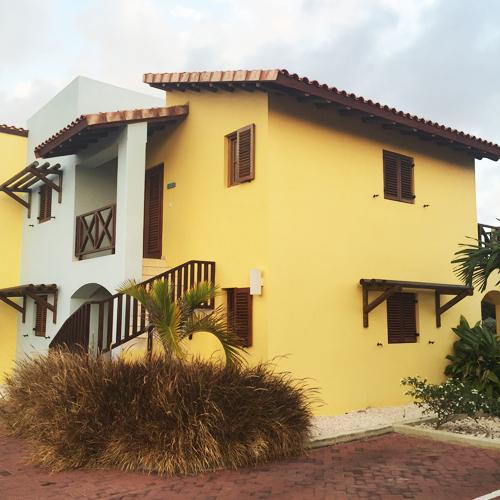Aankomst bij onze luxe villa in Kunuku Resort.