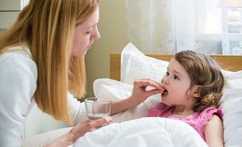 donner un médicament à bébé