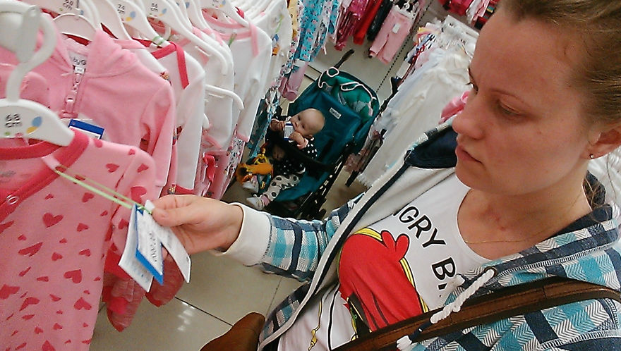 i-documented-what-its-like-to-be-a-mom-with-a-selfie-stick-17__880