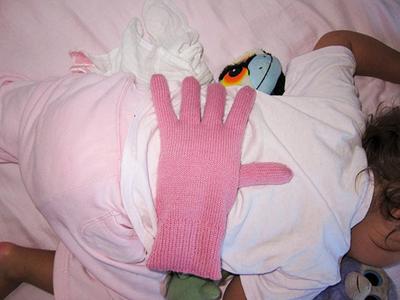 Gevulde handschoen op je baby