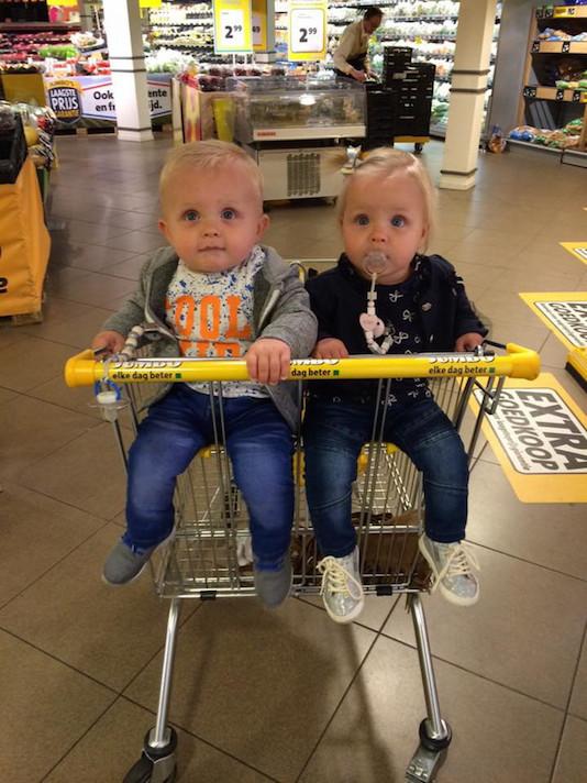 speciale winkelwagen voor twee kinderen