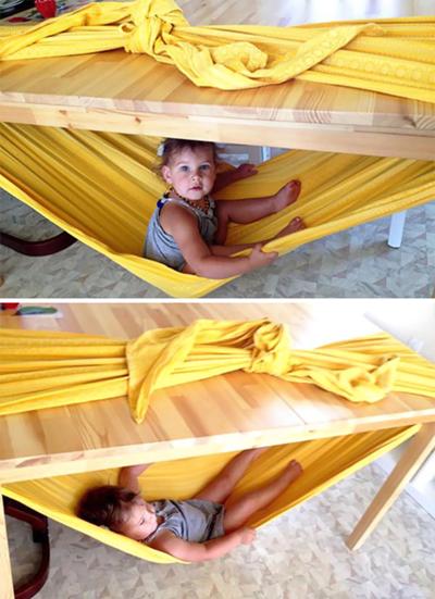 Hangmat maken van een dekbedovertrek om de tafel