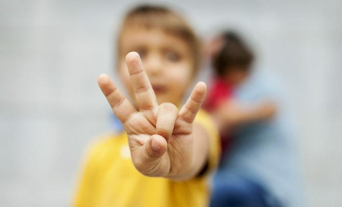 Signer avec bébé tisse un attachement particulier entre l'enfant et ses parents
