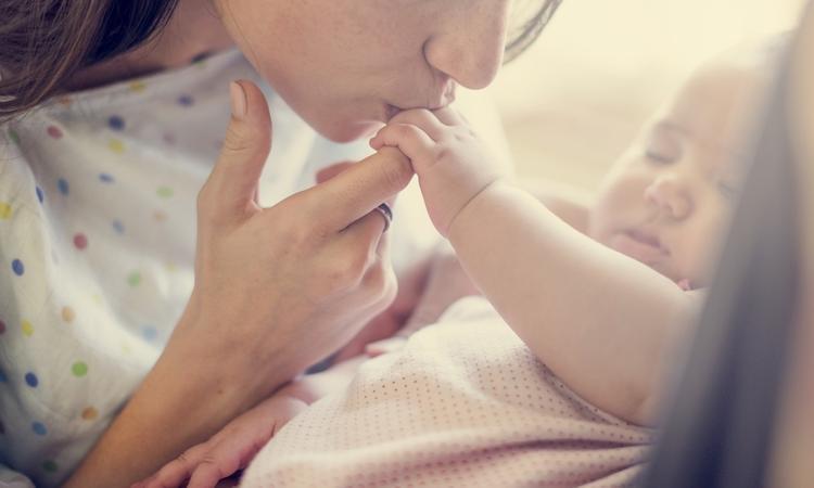 Van broodje filet americain tot babysnuffelen: 14x jullie geluksmomenten na de bevalling