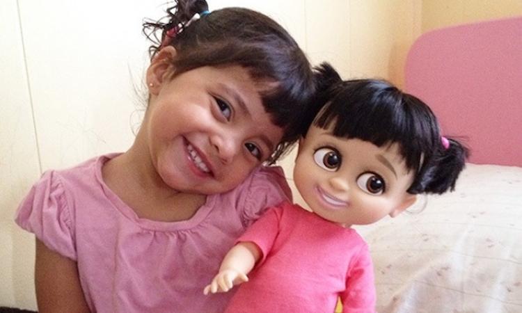 Bizar: deze kinderen lijken sprekend op hun pop