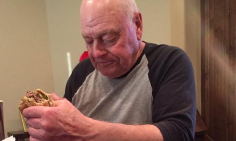 Kleinkinderen laten opa zitten, mensen leven mee op social media