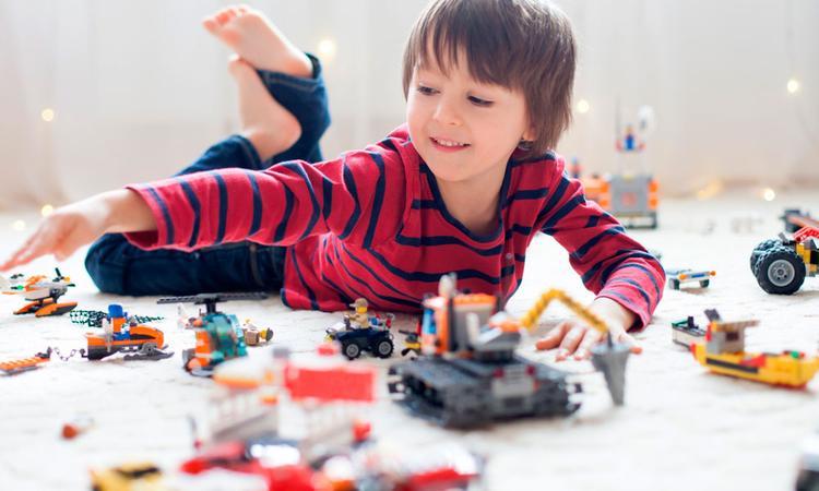 'Ouders, stop met opruimen en alles organiseren'