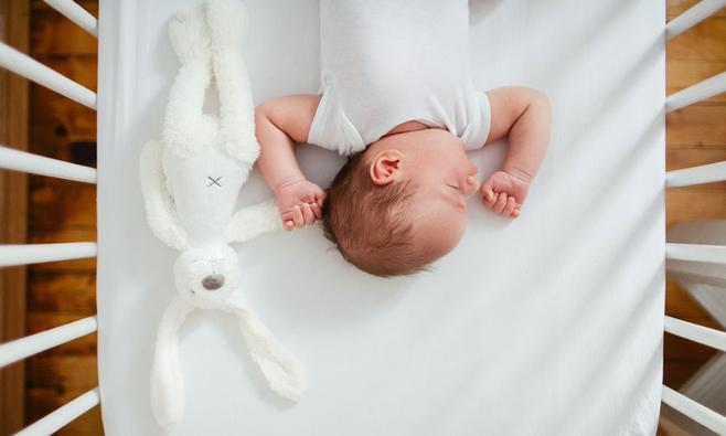Wieg of ledikant: welk babybedje is veilig?