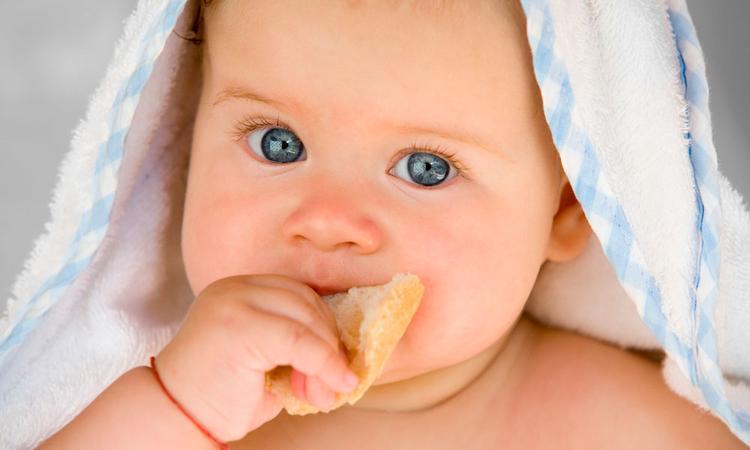 Vanaf wanneer mag je baby brood eten?