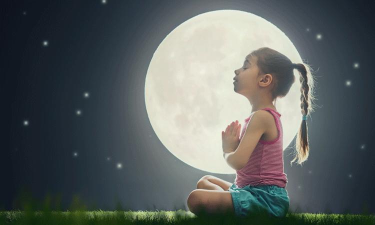 5x yoga-oefeningen die je kind slaperig maken