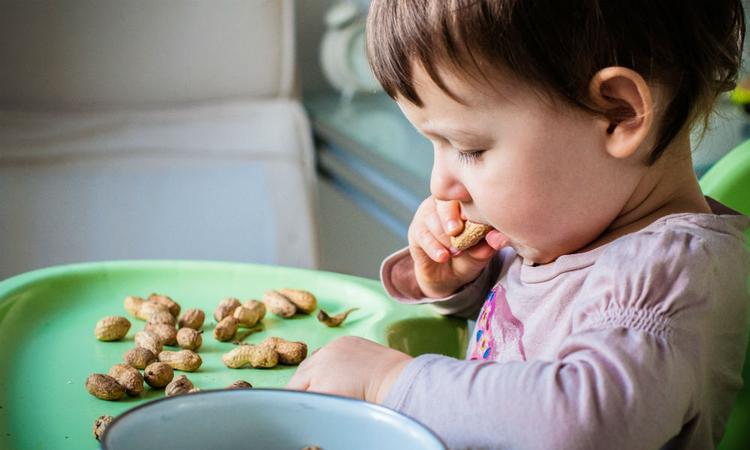 Nieuwe baanbrekende behandeling voor kinderen met pinda-allergie