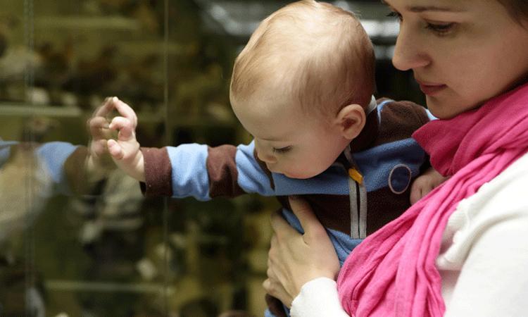 Met je baby naar het museum: heeft dat echt zin?