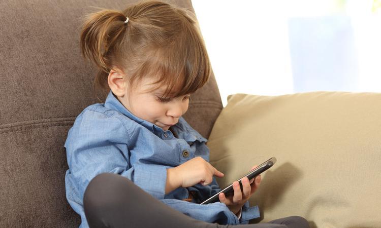 Opgelet: meer dan 250 apps luisteren stiekem met je kind mee