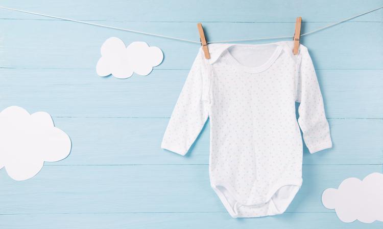 Dit is waarom je nieuwe babykleertjes eerst moet wassen