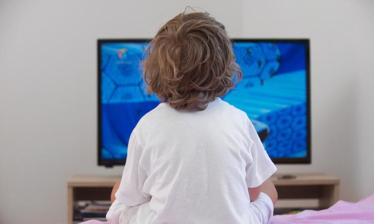 Experiment: de tv de deur uit