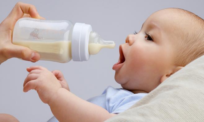 Johannesbroodpitmeel: helpt bij baby's met reflux