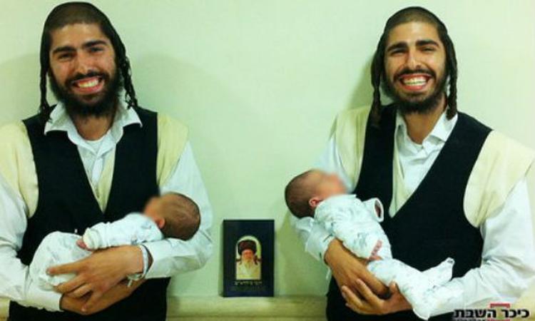 Tweeling krijgt tegelijkertijd een baby