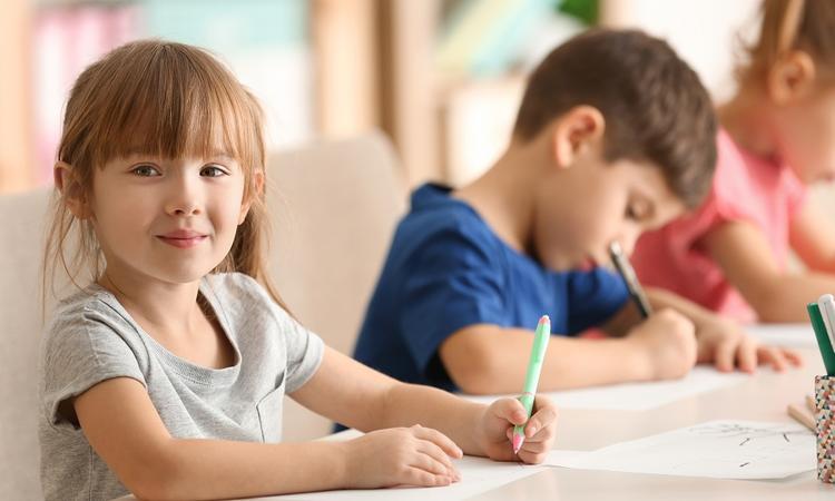 Zó gaat je kind het doen op school volgens zijn sterrenbeeld