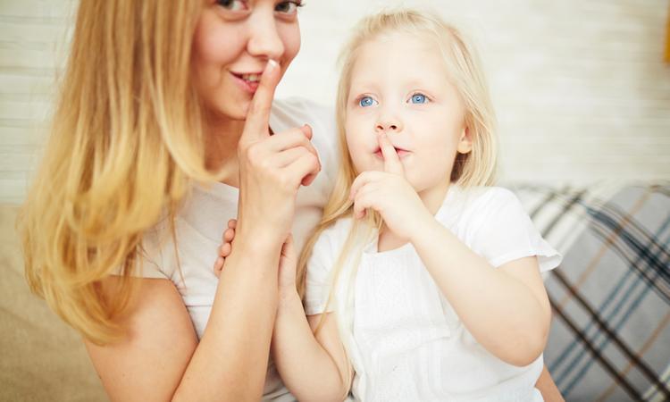18x wat moeders doen als hun kind niet kijkt