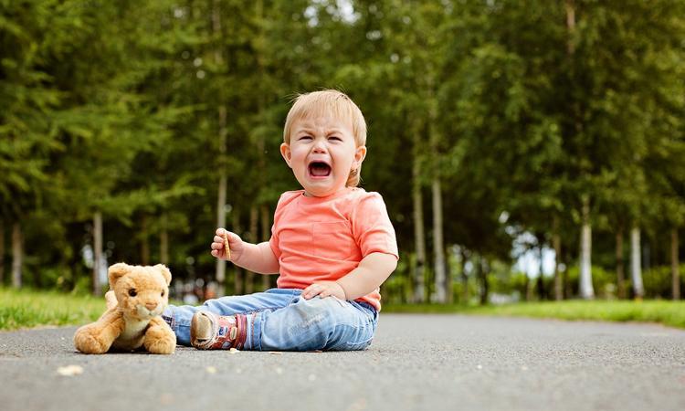 Wat te doen als je een andere ouder ziet strugglen met een hysterisch kind?