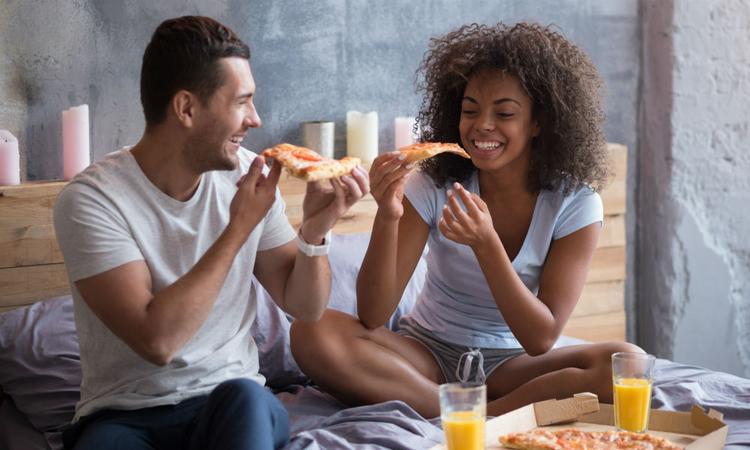 Wetenschappelijk bewezen: van een goede relatie word je dikker