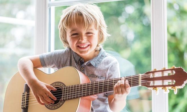 8 muziekuitjes waar je blij van wordt!