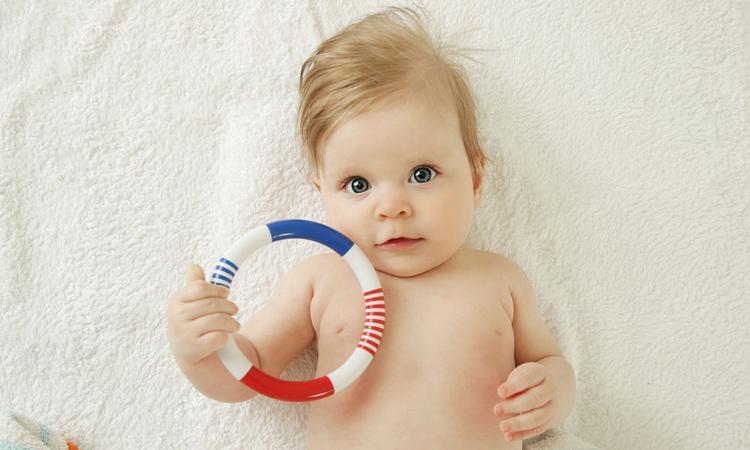 Veilig babyspeelgoed: waar moet je op letten?