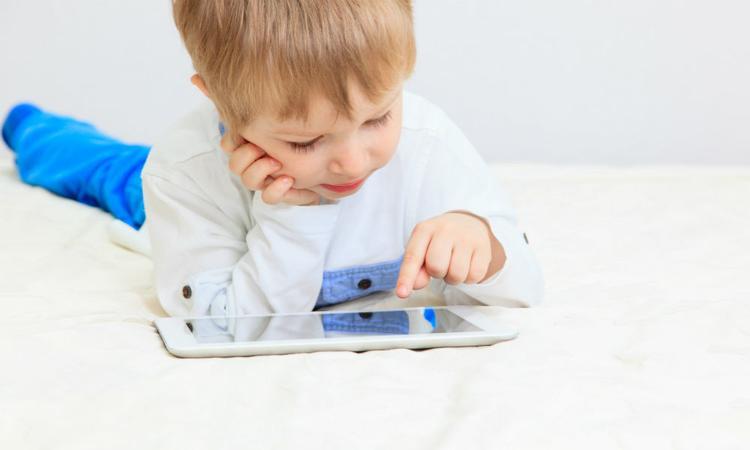 Oeps! Peuter gaat los op iPad en blokkeert het ding 48 jaar