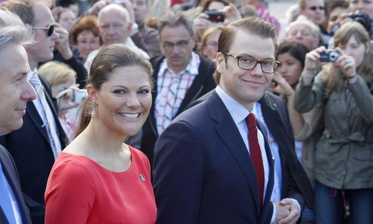 Kroonprinses Victoria deelt nieuwe foto's prins Oscar