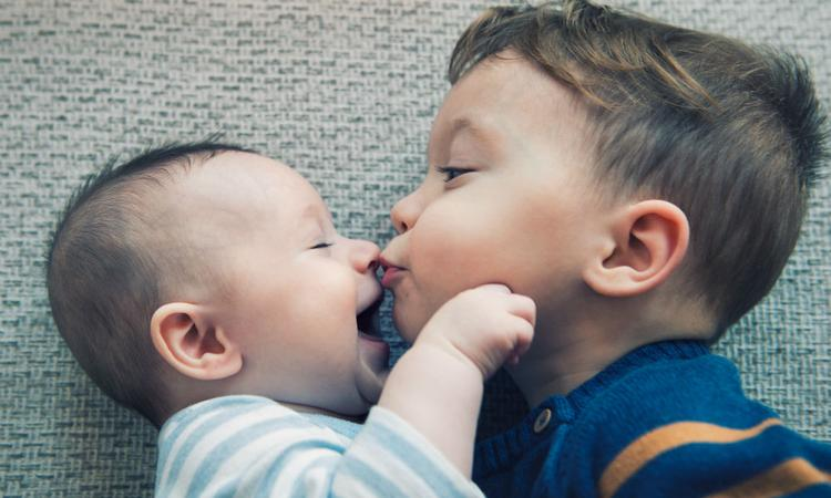 Zo reageert je kind op de komst van een baby, volgens z'n sterrenbeeld