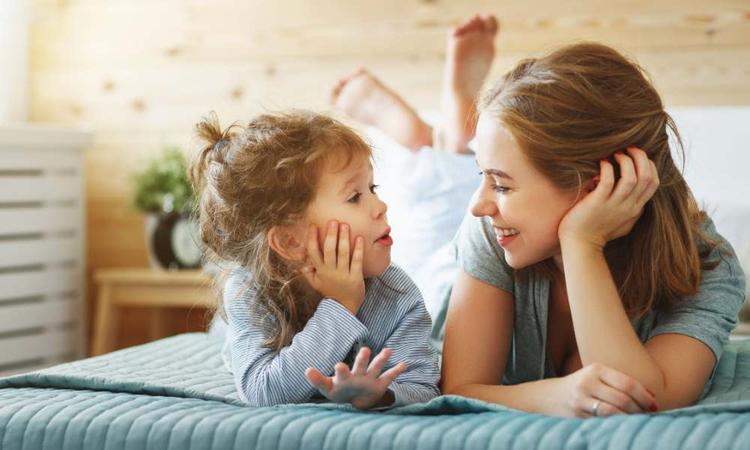 62 leuke vragen om je kind aan het kletsen te krijgen