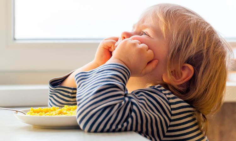 Wat als je peuter warm eten weigert? 6 tips