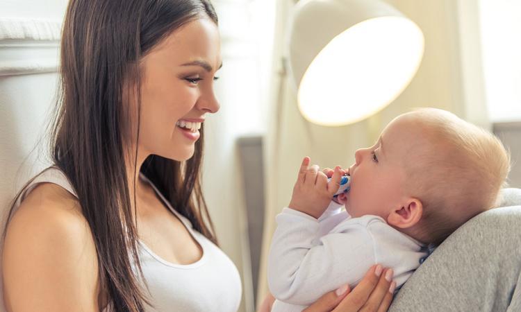 Bewezen: hersenen van baby's reageren sterk op oogcontact