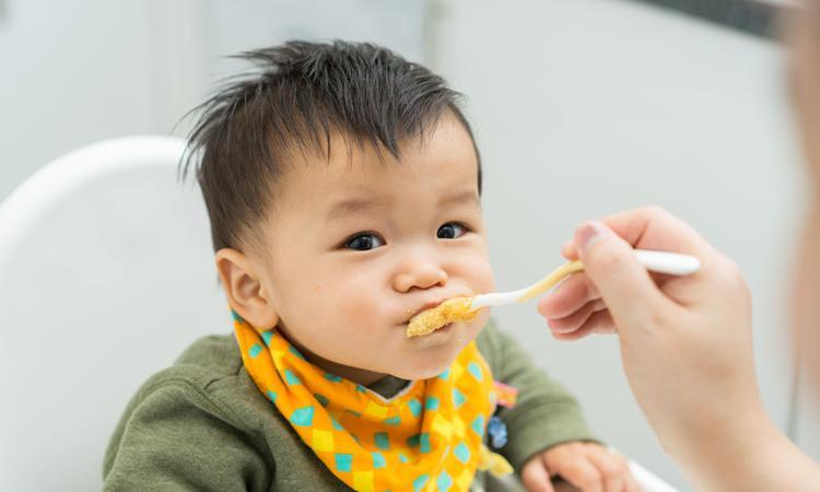 De eerste hapjes op het kinderdagverblijf: hoe gaat dat?