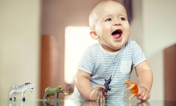Baby 9 maanden oud: optrekken en staan