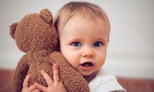 Is een knuffel belangrijk voor je baby?