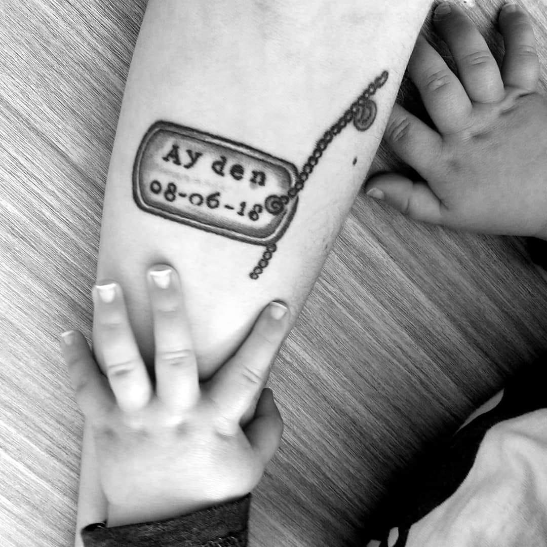 naamplaatje kind tattoo