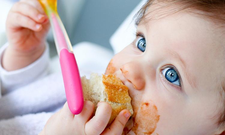 Vanaf wanneer geef je je baby zijn eerste hapjes?