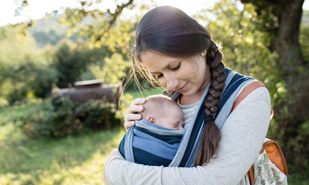 bab9bd8ebdc Draagdoek knopen: zo doe je je baby in de draagdoek | Ouders van Nu