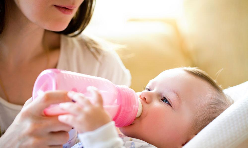voedingsschema baby 5 weken flesvoeding