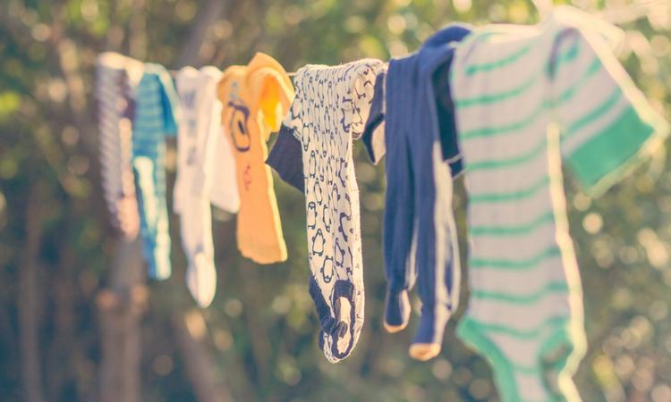Zwanger? 8 tips voor de aanschaf van de garderobe van je baby